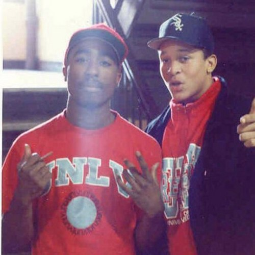 Another #UNLV #Runnin' #Rebels random photo....Tupac Shakur #Tupac #Representin' #RealREBEL http://t.co/NIAO4h97