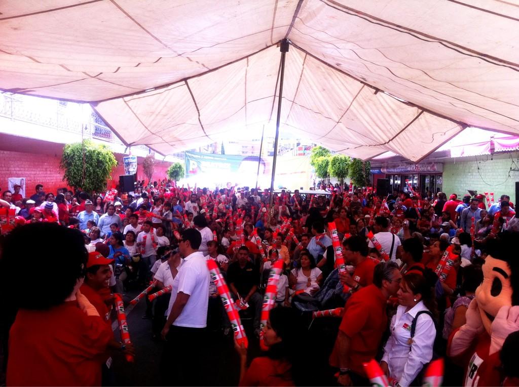 RT @yoxlozano: Gran fiesta en el mercado de Tlaxpana.  ¡Feliz cumpleaños @XG_Zirion!.  @joselozano1 http://t.co/ihVVhDUT