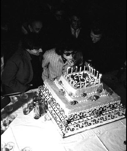 Happy Birthday Bob Dylan! http://t.co/cRNcWbKG