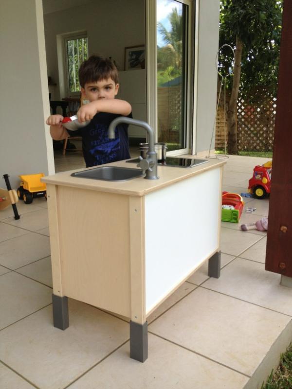 Cuisine d'anniversaire, Ikea Marion bien sûr. http://t.co/B44uNAzZ