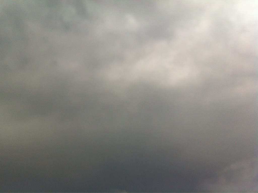 Se avecina una gran tormenta en #SanPedroSula , hace 2 horas el calor era insoportable http://t.co/7ww9ZAqS