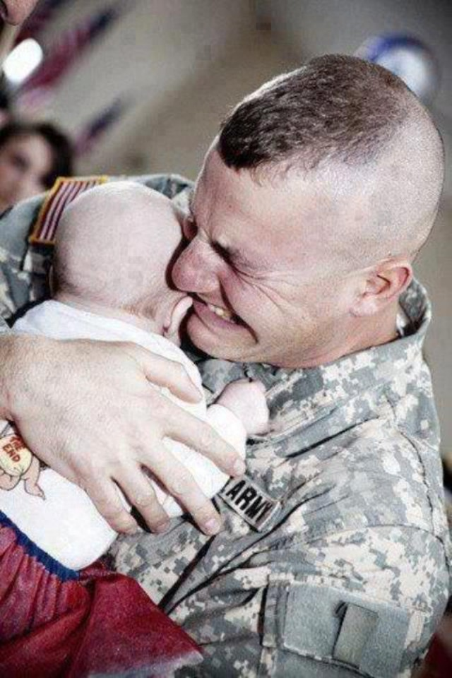 A touching moment. A U.S. Army soldier meeting his baby for the first time, after returning from Iraq. #SOT http://t.co/GEgSqbYN