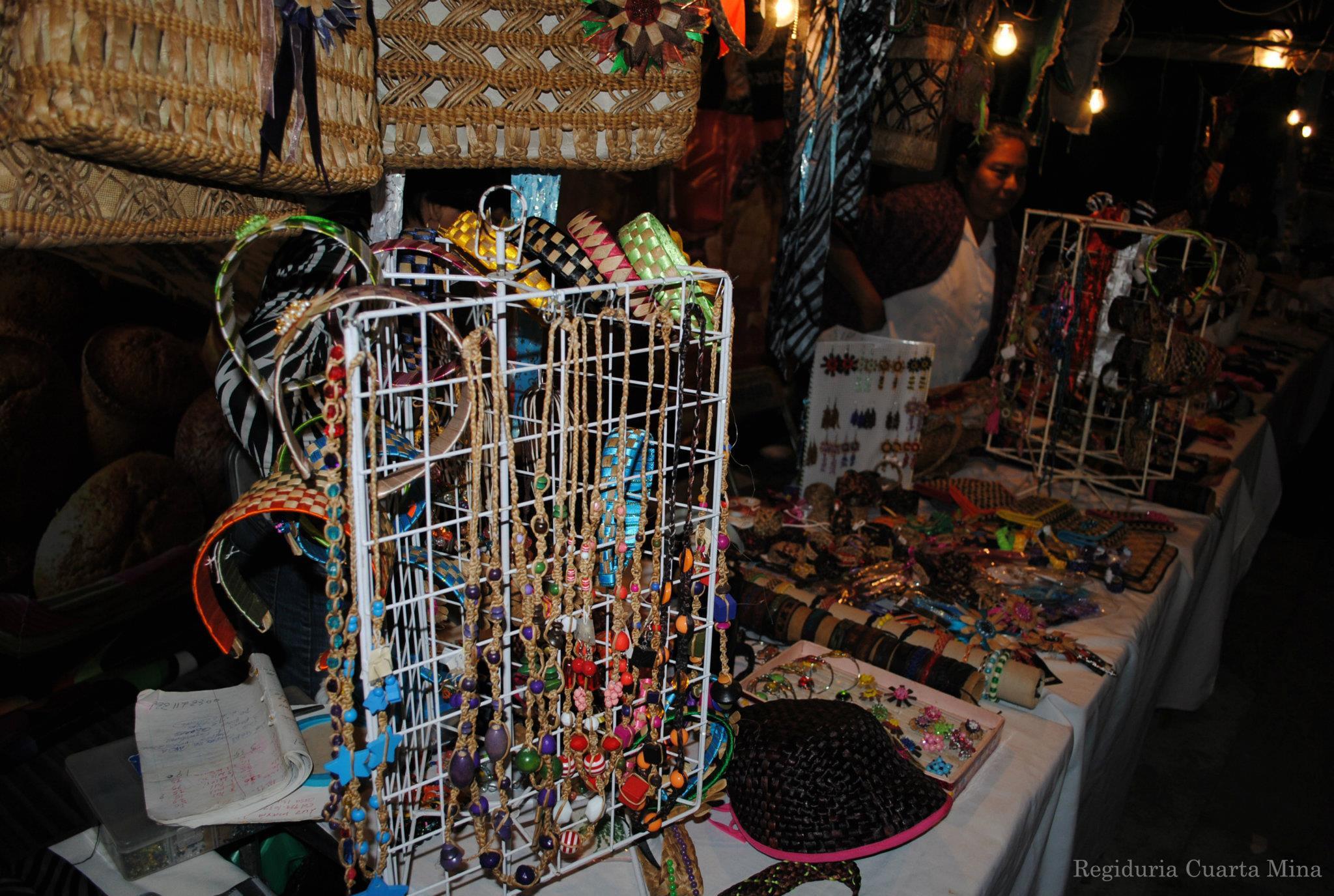 Productos artesanales, hechos por Manos Minatitlecas y de materiales como lirio acuático y hoja de maíz #Minatitlan http://t.co/86PNahI8