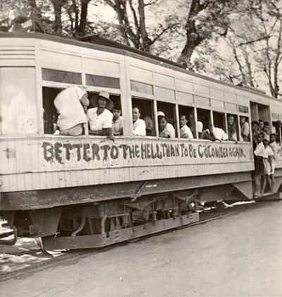 Foto trem di zaman perjuangan mempertahankan kemerdekaan Republik Indonesia #JKT485 http://t.co/8YHonVwO