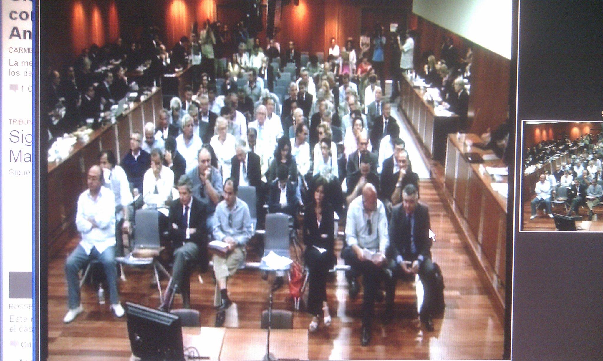 Hoy están citados los 95 procesados en el #juiciomalaya. Empieza la sesión. En directo en www.sur. http://t.co/tvdkOg9V