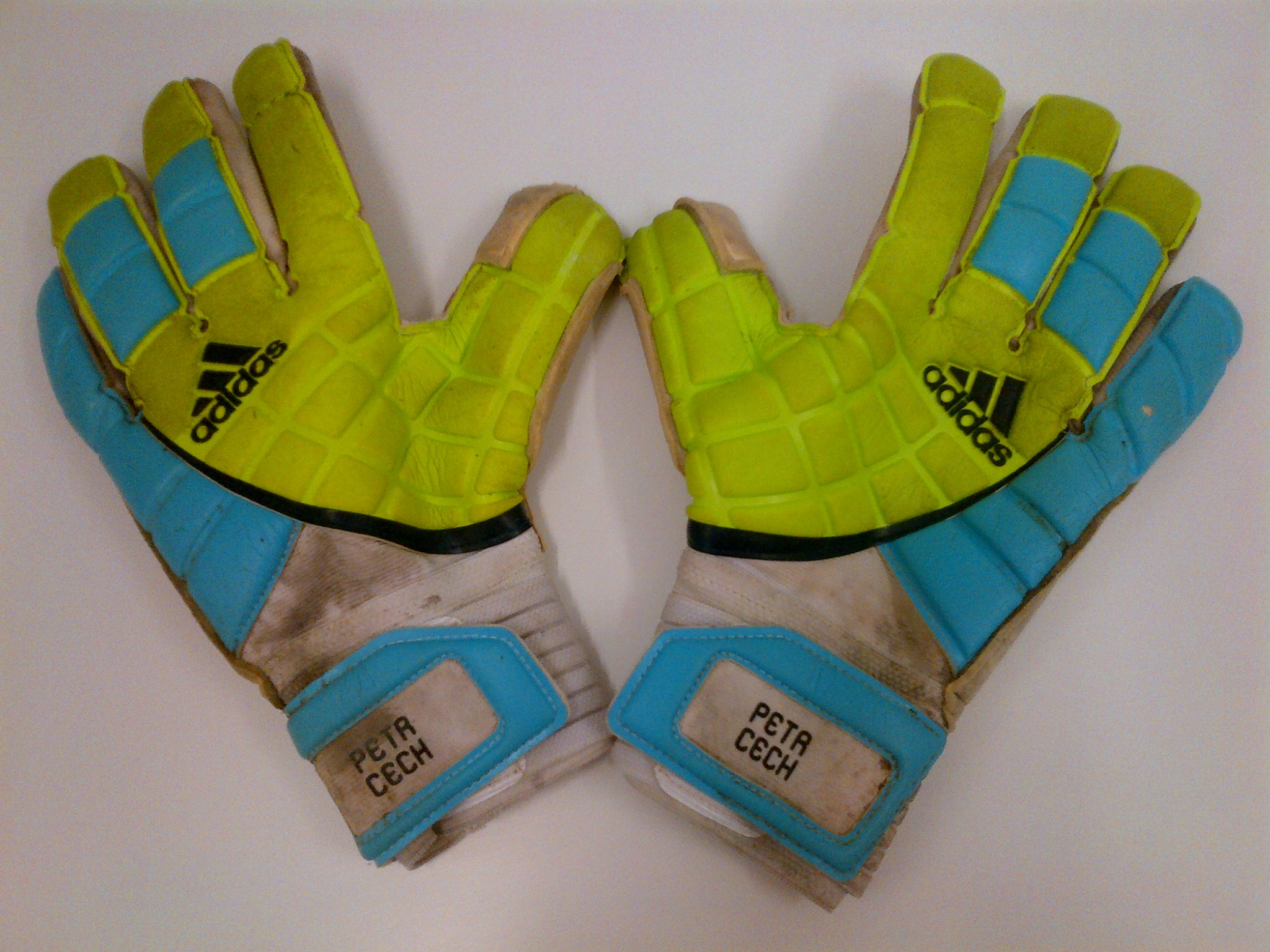 RT @adidasUK: Celebrating #Euro2012 we've got Petr Cech's GLOVES to give away! Follow @adidasuk & RT to enter the comp! #takethestag ...