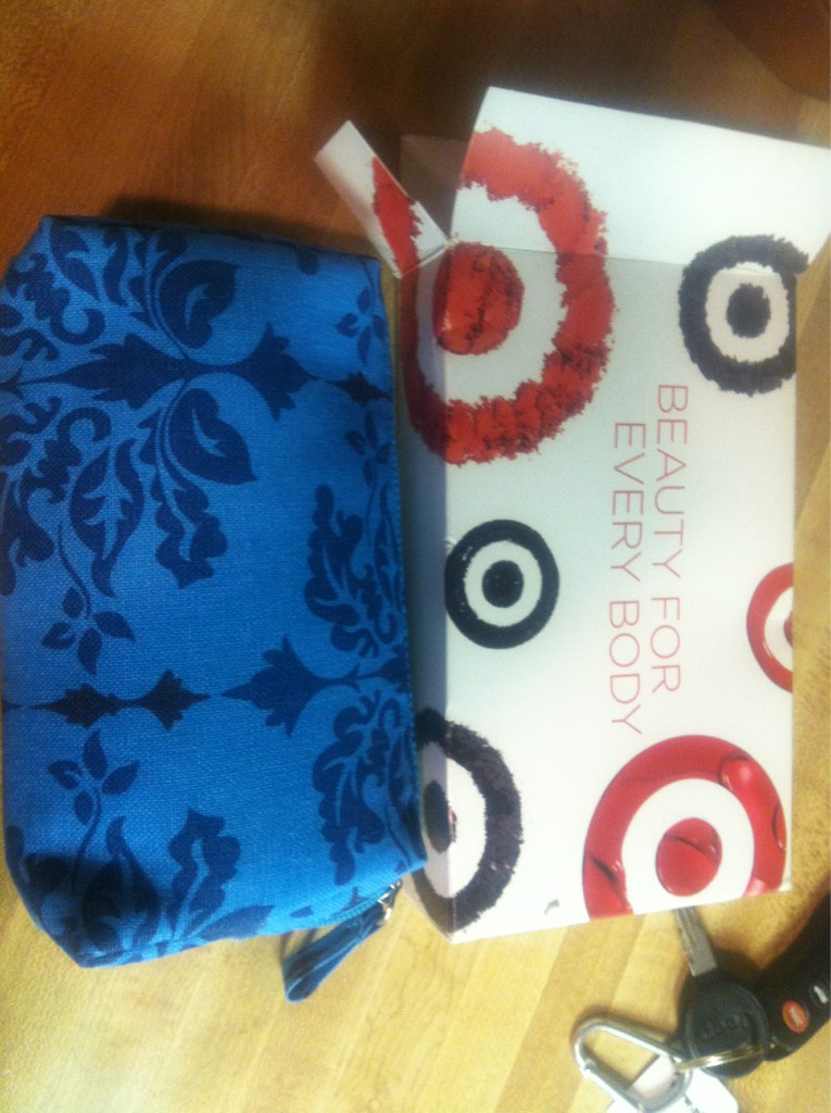 Received my free beauty bag from target! Love it :) http://t.co/Y0SJHvHA