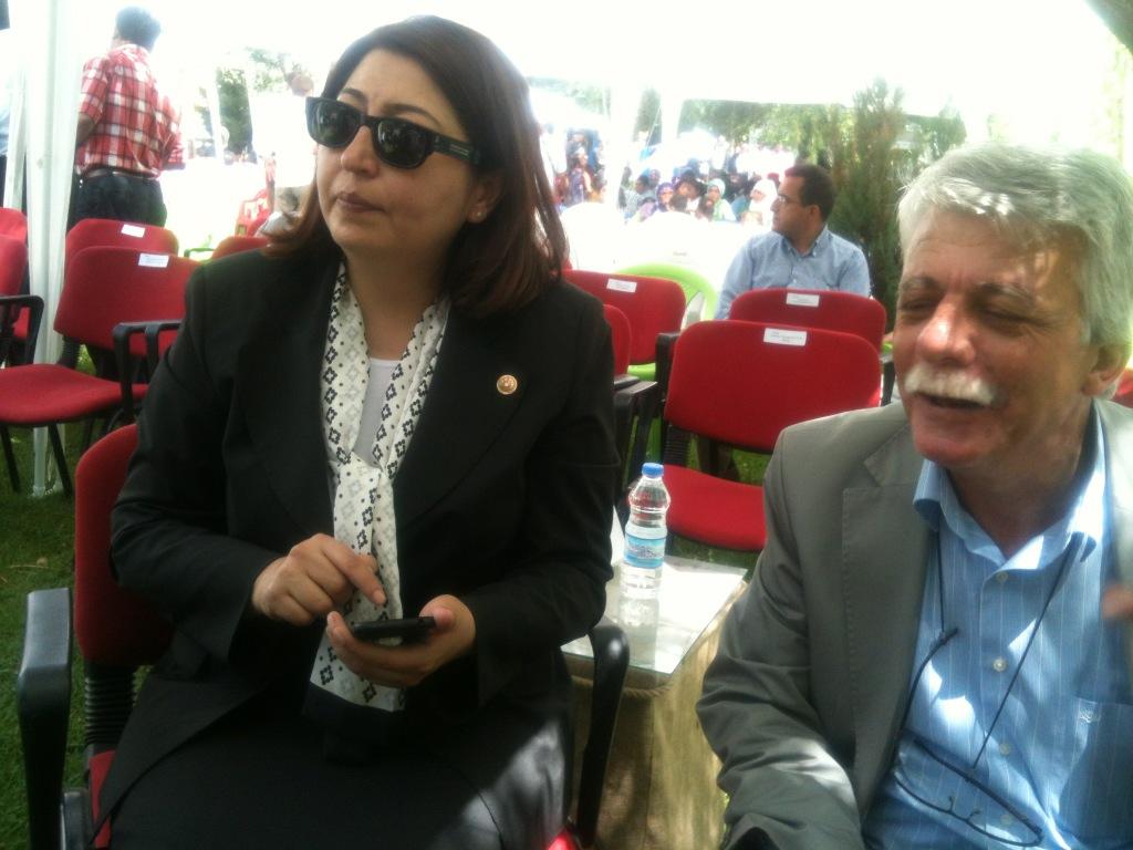 Ankara Mv Tülay Selamoğlu ve eşi Van Bahçesaray Feqiye Teyran festivalinde http://t.co/3FqOFZgx