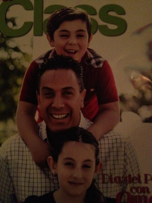 Feliz dia del padre ! Omar te amamos! http://t.co/w5soq84u