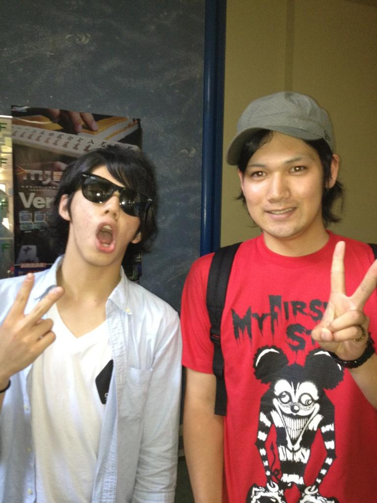 マイファスのhiroと写真とった!\(//∇//)\ http://t.co/fU0rngwE