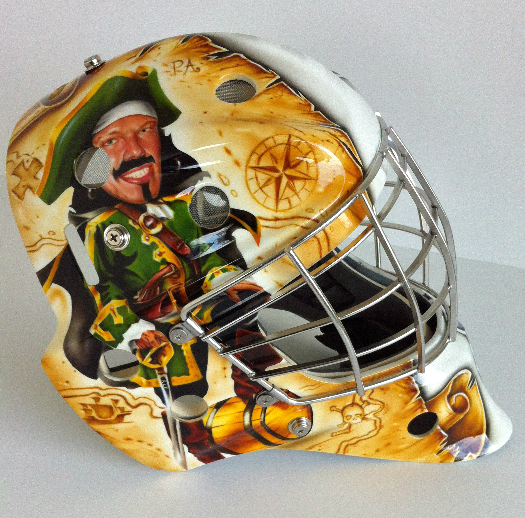 Hey Raider fans, check out Luke Siemens' new mask! What do you think? #goaliestyle http://t.co/OmNzrzcp