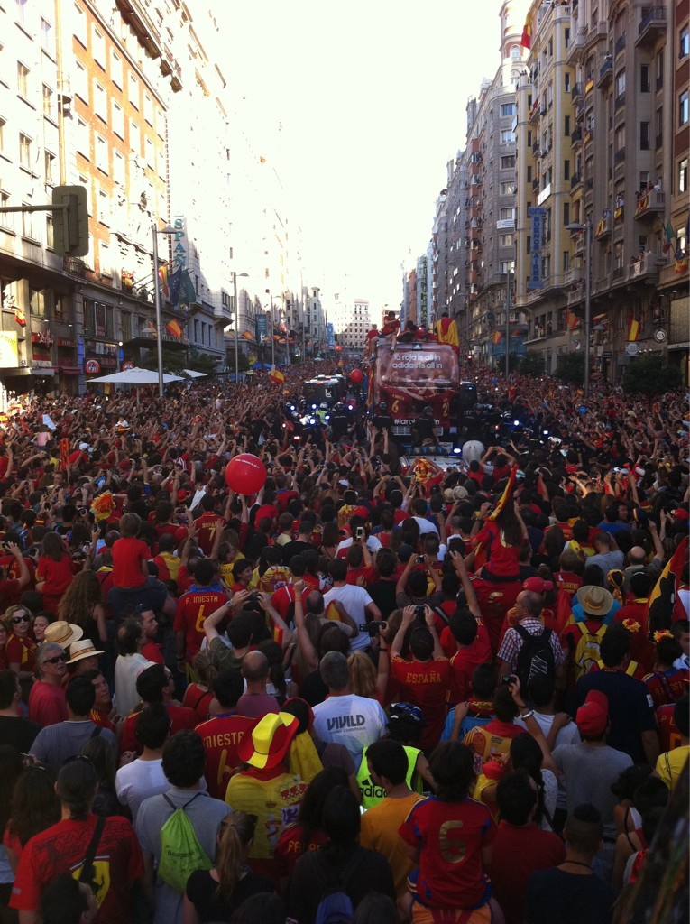 La seleccion en Gran Via... http://t.co/GxsZVdpJ