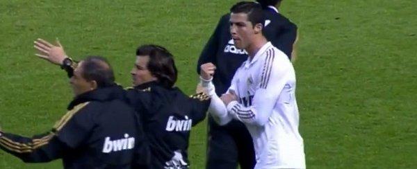 Cristiano deja fuera la rivalidad y felicita a Lionel Messi por su 25 aniversario. O qué os pensabais? #Messi25 http://t.co/B3Q0jbkD