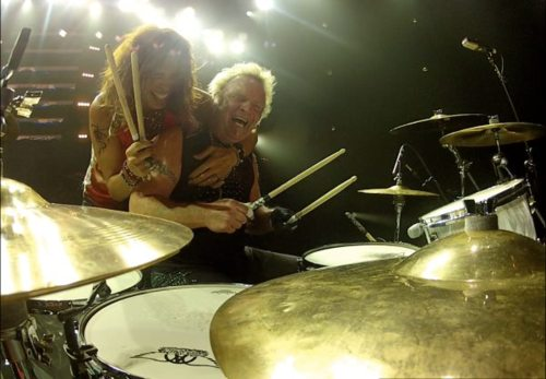 @DreamOnStevenT: @joeykramer & @IamStevenT playing drums!!!i love their smiles <3 http://t.co/227S3HU4