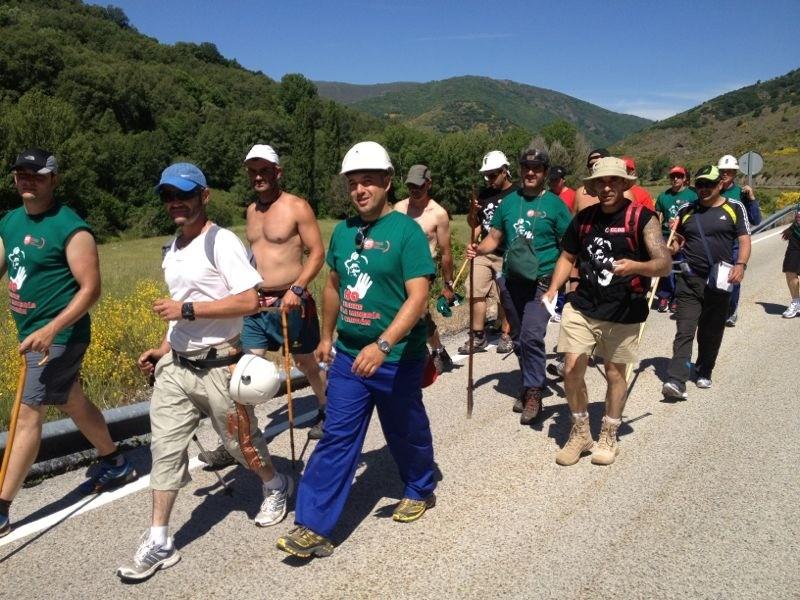 #MarchaNegra Imágenes de la etapa de hoy. Las fotos son de uno de los mineros que participa en ella Sergio Pérez. http://t.co/FFO9VVMI