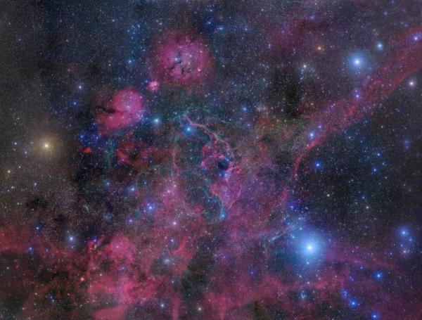 초신성 잔해는 초신성에서 별의 거대한 촉발 후에 만들어지는 구조입니다. 대표적으로는 돛자리의 초신성 잔해가 있습니다. http://t.co/xVpq08We
