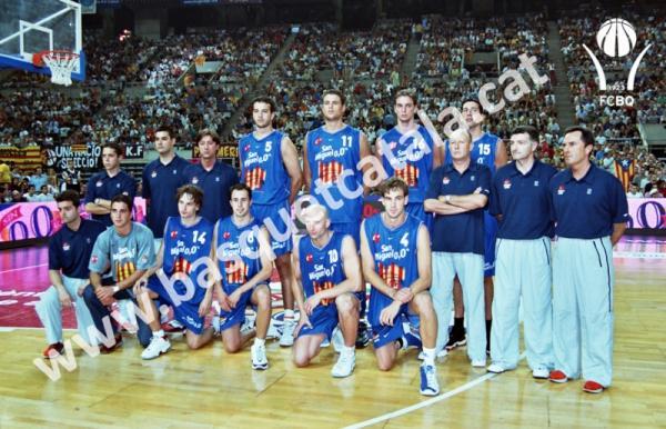 FCBQ (@FCBQ): Avui fa 10 anys d'aquesta foto: Junyent Moraga @paugasol Mumbrú Lopez @jaumin6 Esteller i @Rogergrimau amb CATALUNYA http://t.co/iHb5vvM3