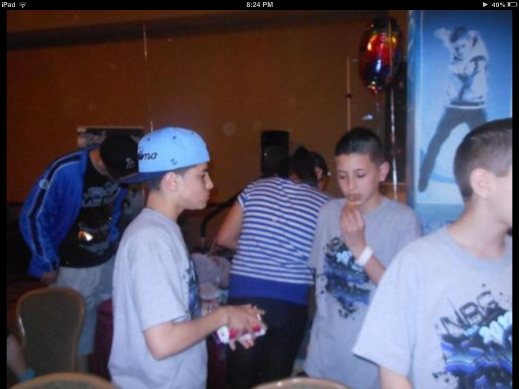 You know you r special to @ICONicholicious when he gives you a chicken nuggets! @ICONspikeymike #TrueBromance http://t.co/5Ca3Z0fh