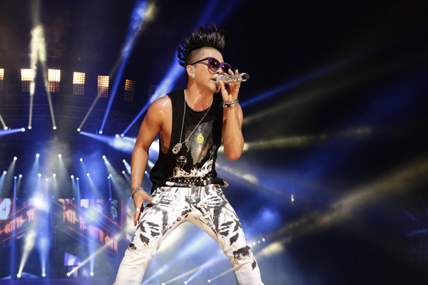 '@TeamBIGBANG: Taeyang's stage photo from Alive Tour in Saitama via Excite Music http://t.co/gbwMyvth'