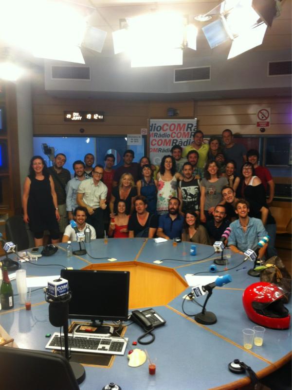 Extraradi a COMRàdio (@extraradi): Tota festa acaba amb foto de família. L' #Extraradi1000 no podia ser menys. Gràcies a tots per un dia tan especial! http://t.co/yheTcFN3