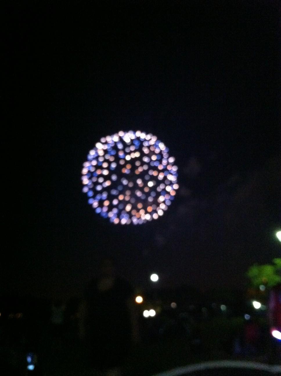 Yay fireworks!!!!! http://t.co/zBGi4ddC