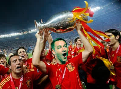 John Terry with the Euro 2012 trophy. http://t.co/MxhCX5ho