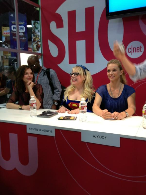 The ladies of #criminalminds signing at the @cbs booth! #comiccon #sdcc http://t.co/w6HWjpdw