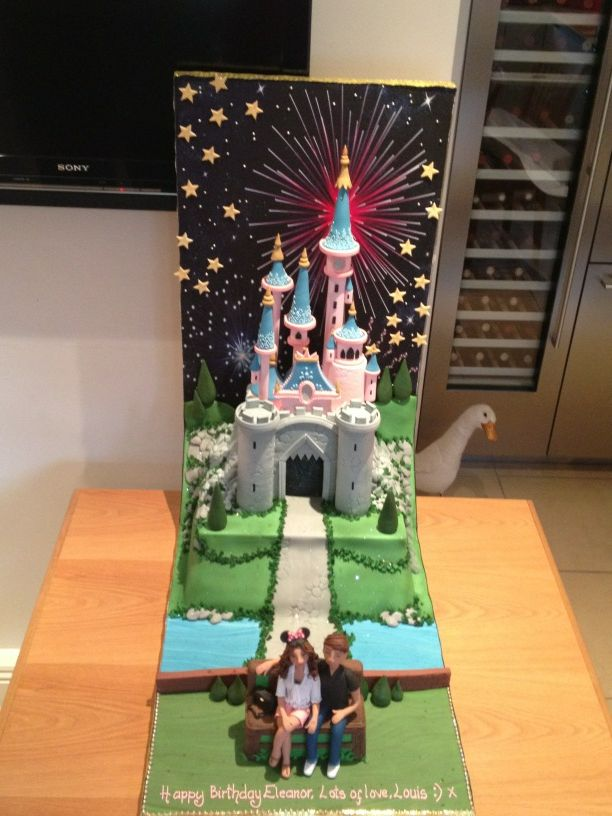 The disneyland, the handwriting, the clay figures. Too perfect! :') '@Louis_Tomlinson Again thank you @thecakestoreuk http://t.co/imbnqe4y'