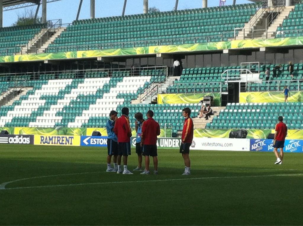 Selección Sub19: España ya esta en el Lilleküla Stadium. Queda más de una hora y cuarto para el choque ante Portugal. http://t.co/BmuCoQui