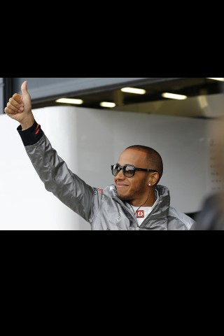 Come on Lewis is your home, Wujuuu!! #Silverstone @LewisHamilton @TheFifthDriver http://t.co/ZeyyWb1M