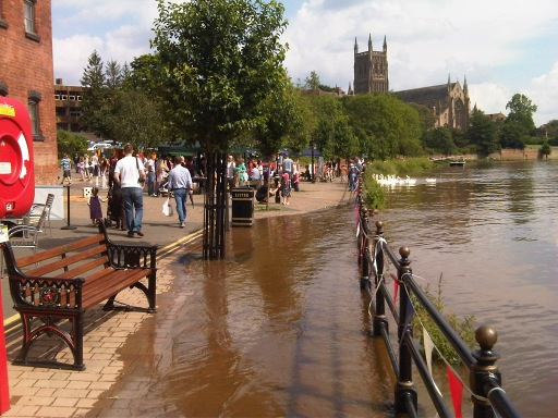 Takes more than a bit of flooding to prevent the good folk of Worcester enjoying their Sunday afternoon! http://t.co/jS5AcH4E