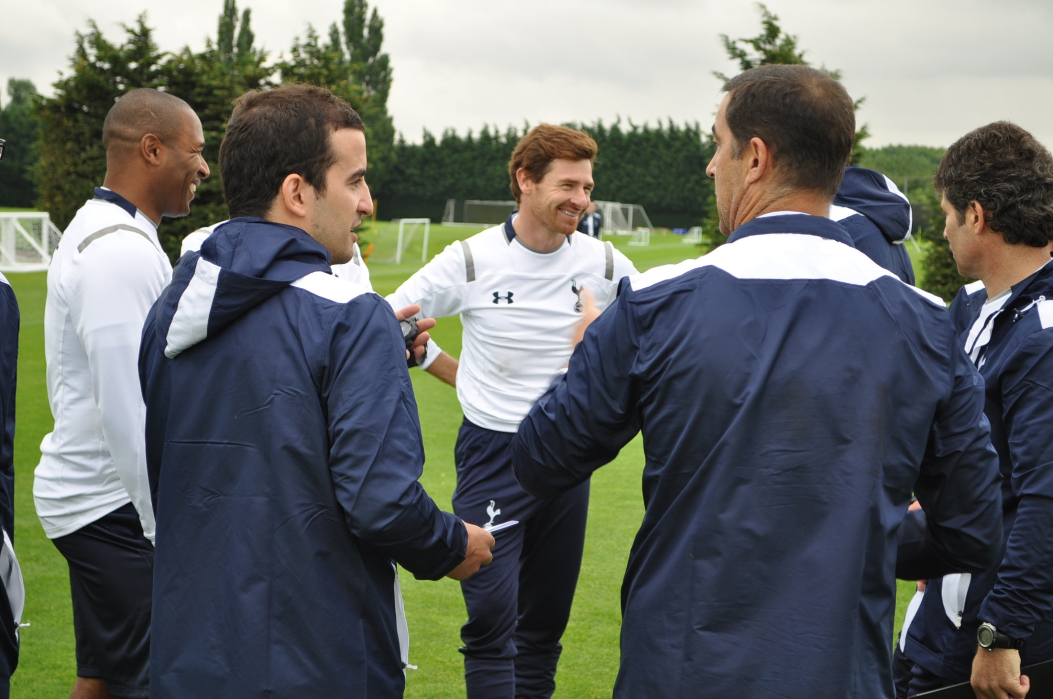 화보;; RT @SpursOfficial A picture exclusive for our twitter followers! Andre kicks off pre-season at #Spurs Lodge today: http://t.co/r3ix62Cl