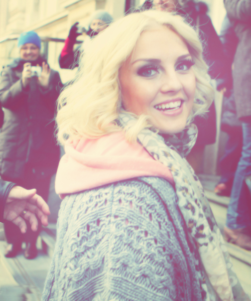 Happy Birthday Perrie.. RT if you are a Directioner who respect her. http://t.co/TfPucXkw