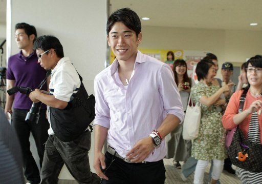 Shinji Kagawa from Kainsai airport to Manchester http://t.co/Qj2iAiQr