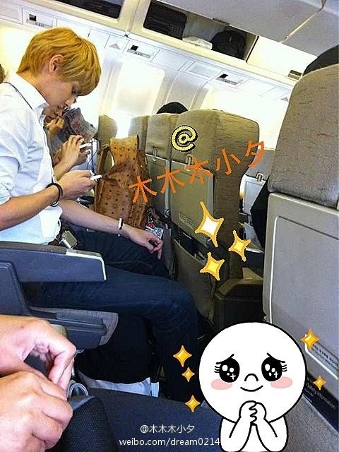 [PHOTO] 120710 Lucky fans.. dia 1 pesawat sama Kris, Luhan & Lay hari ini T_T (cr: 木木木小夕 via:sment_exo ) http://t.co/Ml1eiXmL