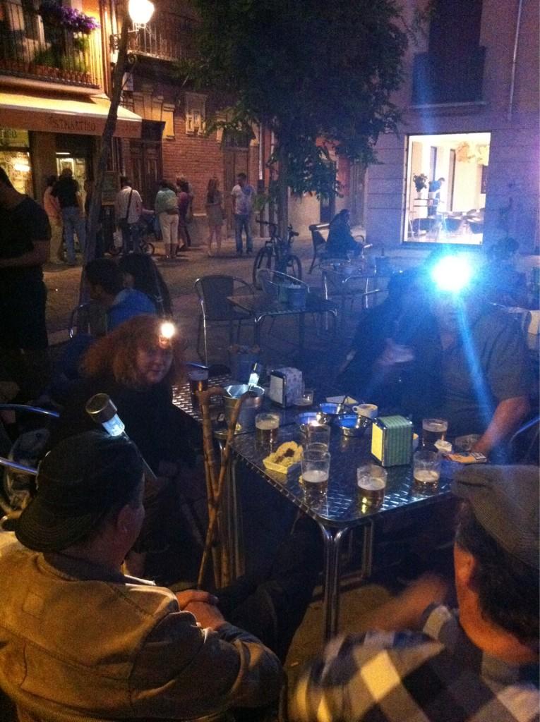 En apoyo a #nocheminera en #leonesp todos con linternas. http://t.co/RRTgqHQk