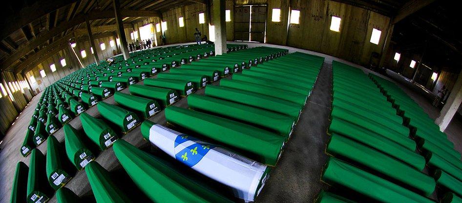 @erolyuksel40  #Srebrenica icin sezsiz kalmayın!  #Srebrenica 'yı unutmadık, unutturmayacağız... http://t.co/CXUwjrCQ