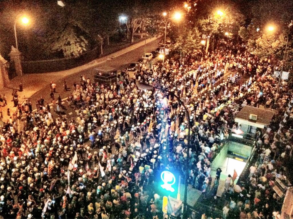 '@juanlusanchez la marcha de mineros camino de Sol.Dirán q son unas decenas  #nocheminera FOTO http://t.co/OmqnCNuP'