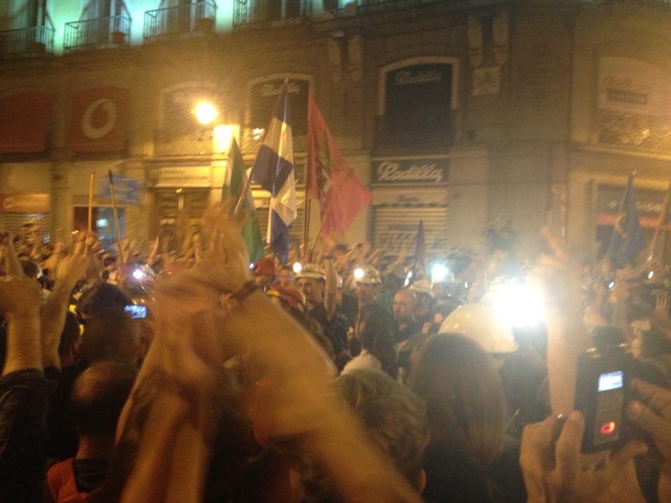 RT @lanuevaespana: ?Qu? viva la lucha de la clase obrera! Corean a la #marchaminera en su entrada a Sol http://t.co/4Nr2q3wQ