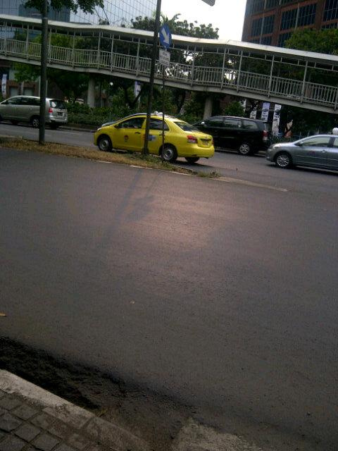 RT @farahdjafar: Laporan Jakarta sepi utk hri ini Daerah semanggi berharap bsk jg sepi yah -__-  http://t.co/DJC2k8dZ #jktlalin