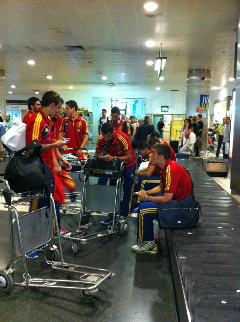 La Selección olímpica acaba de aterrizar en el aeropuerto de Gran Canaria... http://t.co/SOKEy09M