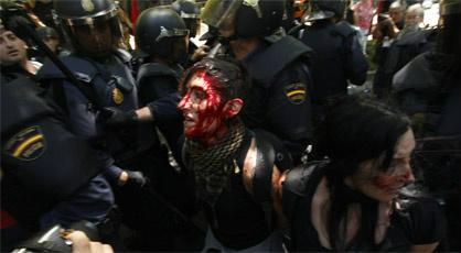 """""""@occupybarcelona: EL GOBIERNO HA ROTO RELACIONES DIPLOMÁTICAS CON LA CIUDADANÍA  Foto #resistenciaminera RT http://t.co/CH4PuPWJ"""" al loro"""