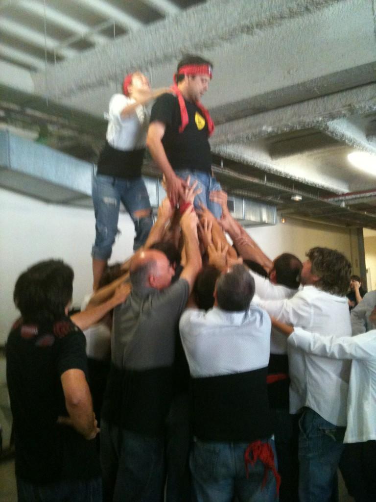 RT @winstonmarti: Assajant la pinya dels Xiquets de la Riera #castellers http://t.co/mR0l9Cyl