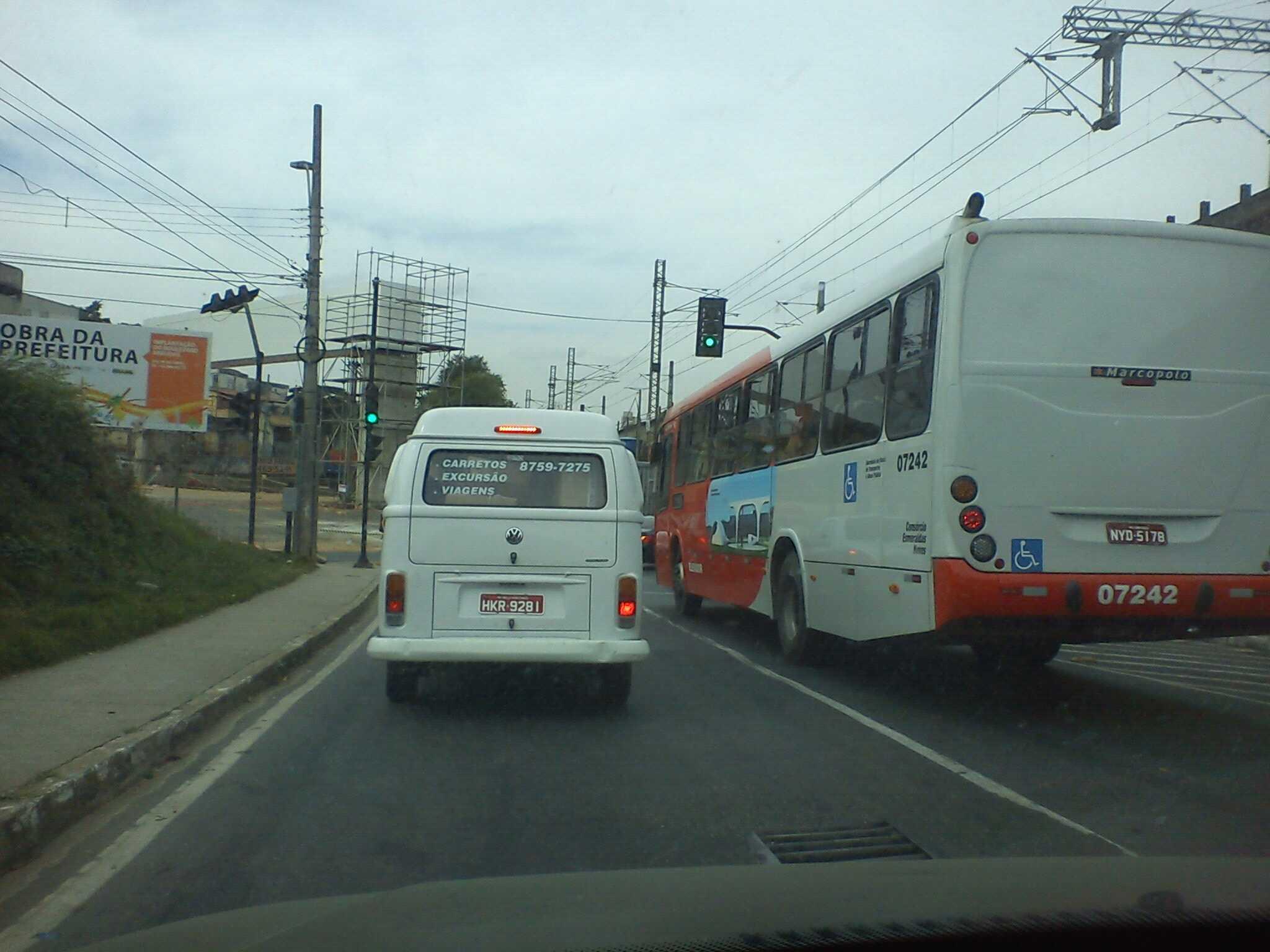 RT @Teo_Hespanha: @BlitzBH @cdlfm Transito garrado na marginal da via estrssa... http://t.co/9W9Zqkjj