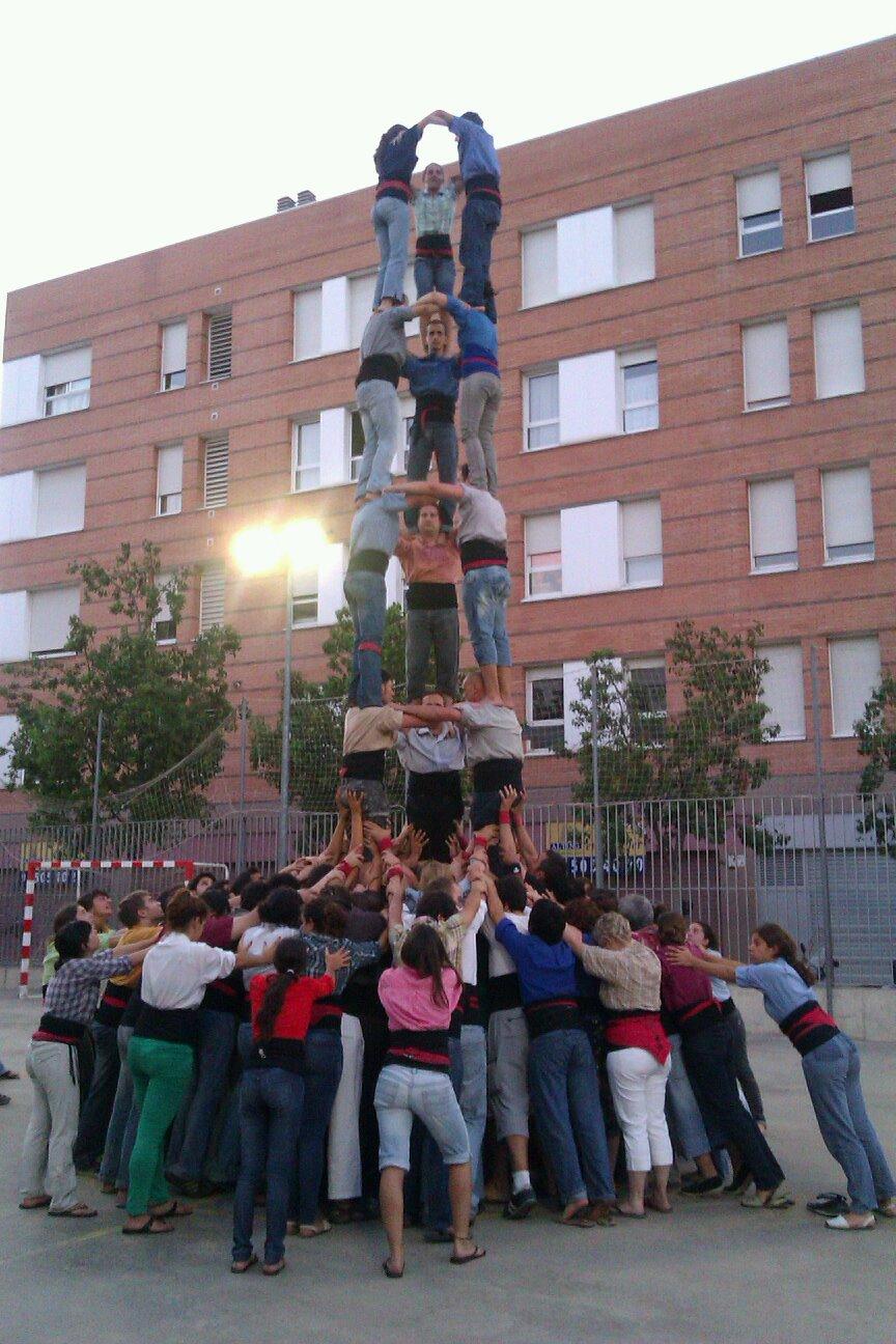 RT @scaravaca: Prova de 3de8 fins a quints de la @collamicaco ahir a l'assaigament de la @jovedebarcelona #castellers #badalona http://t ...
