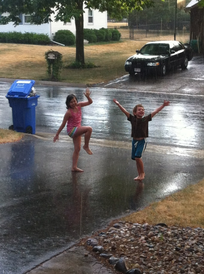 RT @sarahinMSN: A dance of thanks to the rain gods... http://t.co/cAd7o6GR