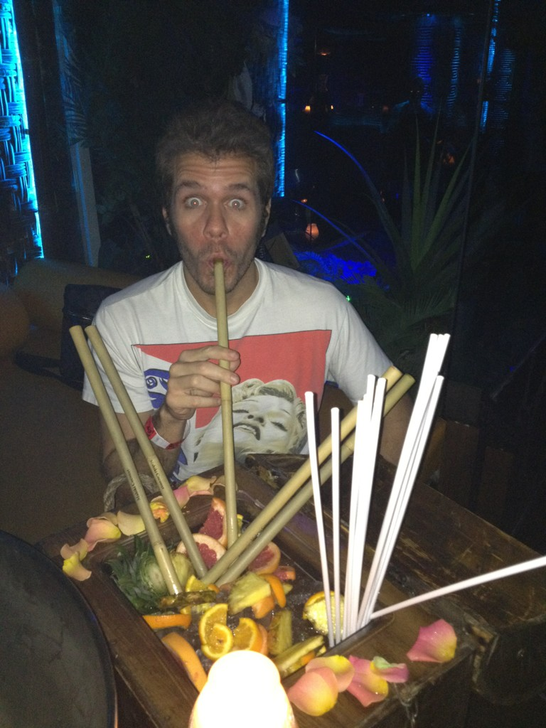 I have to drink this whole thing by myself, @Mahiki??? If you INSIST! Taking one for the team! http://t.co/LfTFLlxC