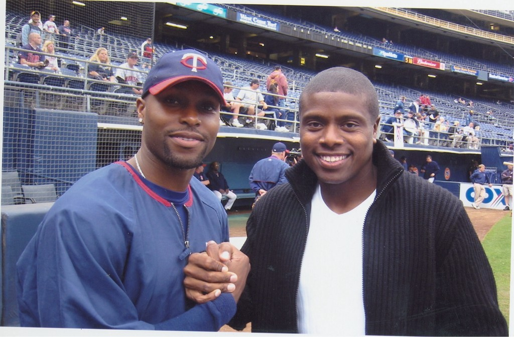 Happy b-day 2 my friend and 1 of the nicest guys in the game @toriihunter48 http://t.co/h2RPz66y