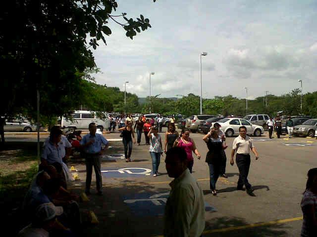 Ejercicio de simulacro en Torre Chiapas participaron 1mil 600 personas del piso 1 al 9 Sin Novedad. Todo un éxito. http://t.co/glnyzHOB