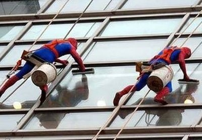 At a London children's hospital, window cleaners dress like this. They are awesome. http://t.co/NPRReurS